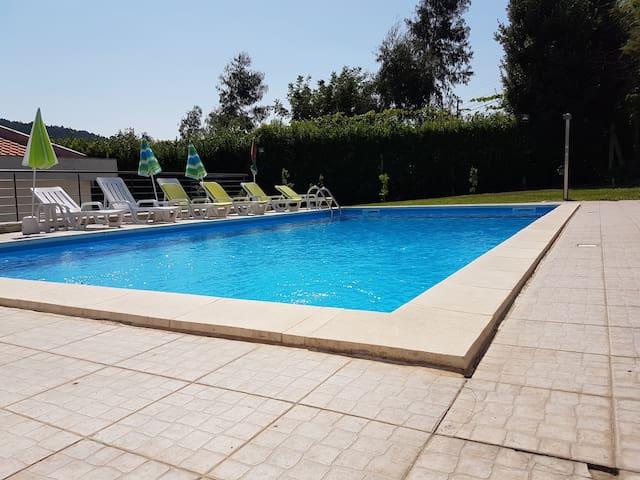 Grande maison avec jardin proche de Guimaraes - Nespereira - Villa