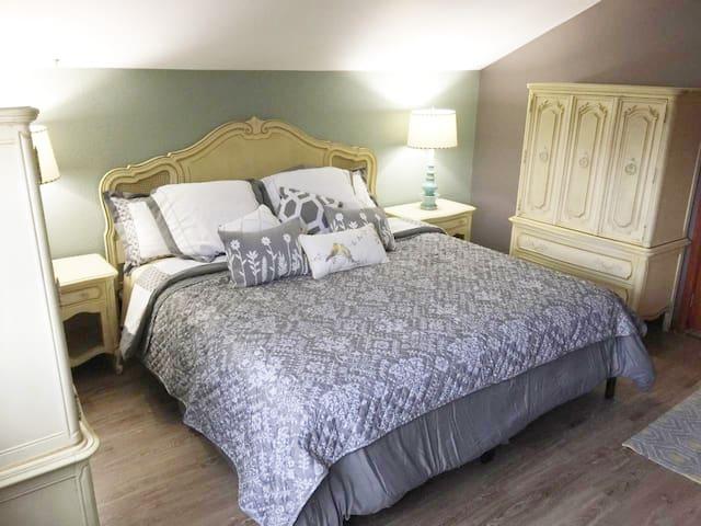 Yarrow Room at Anderson Farms - Granville