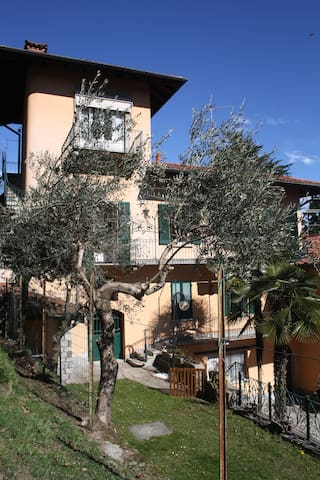 Lovely flat in a village above Lake Maggiore - Magognino - Daire