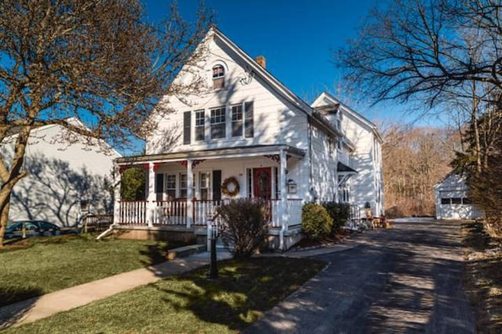 Cozy Cottage in Westerly, RI near the Seashore - Westerly - Hus