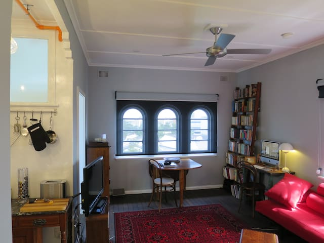 Bohemian Studio Retreat in Newcastle's CBD - Newcastle - Apartemen