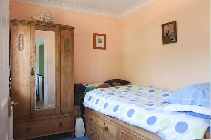 Mediterranean Single Room in Greater London - Orpington