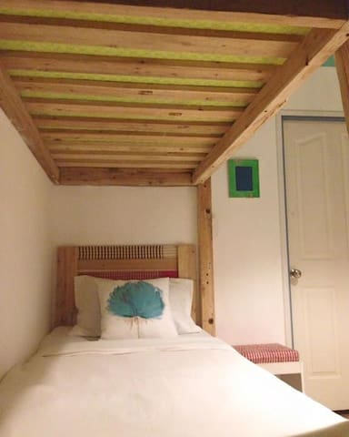 Esan loft room - Sattahip - Bed & Breakfast