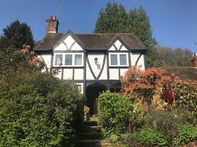 Stunning Unique Country Cottage - Hindhead - Huis