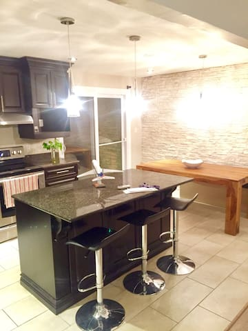 Charming 1 room House at St Hubert - Longueuil - House