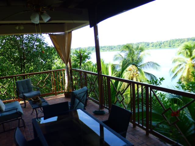 Yellow Frog EcoHouse with incredible views - Bocas del Toro - Huis