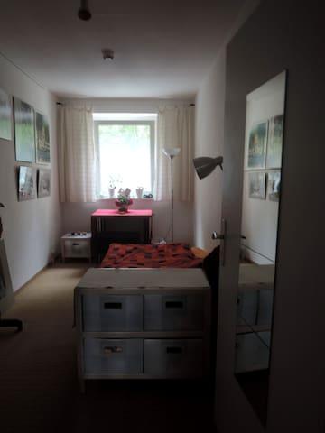 Schönes Zimmer direkt am Ilmpark - Weimar