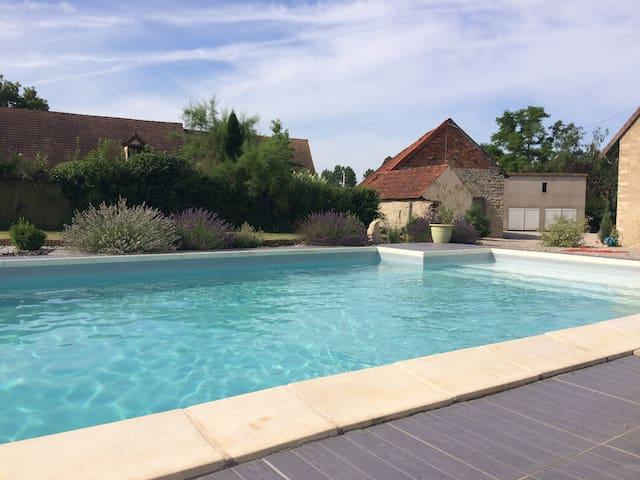 Longère avec piscine vers Beaune - Corberon