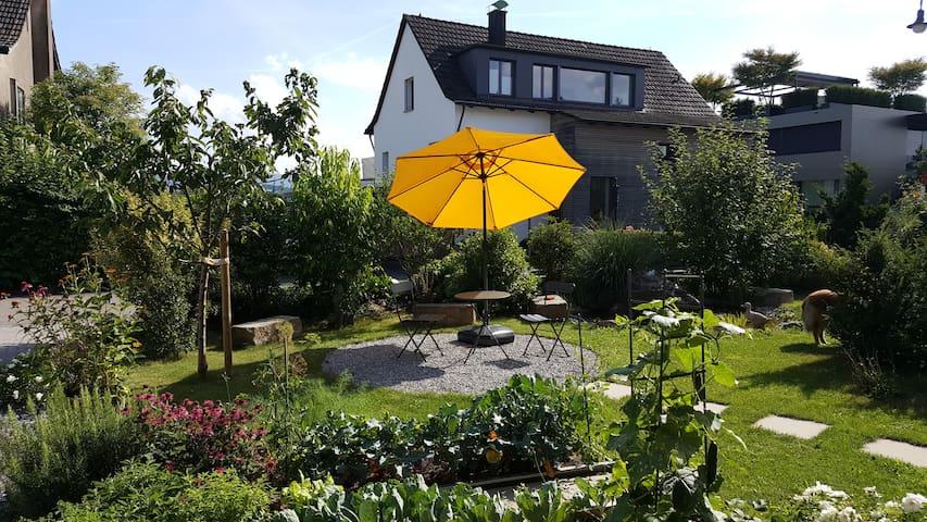 Ruhiges, modernes Studio mit Gartensitzplatz - Meilen - Daire