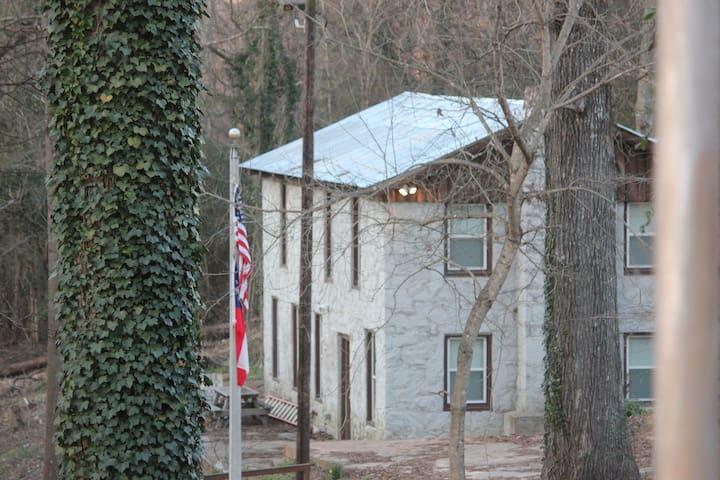 Historic Scout Hut Lodge - Porterdale - Houten huisje