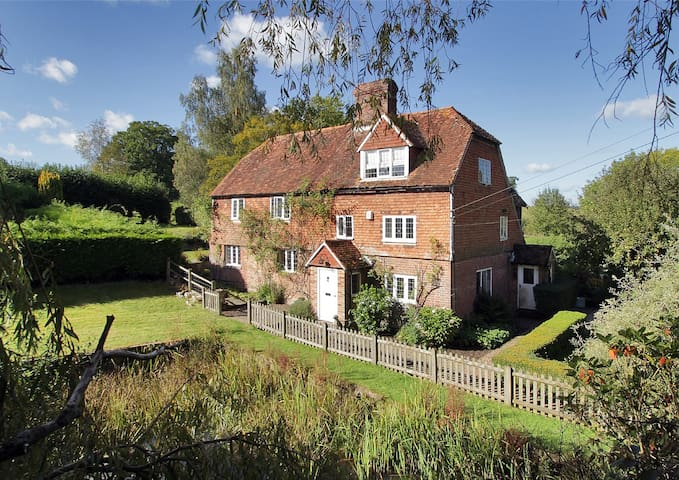 Paines Farmhouse, w. pool + tennis! - Goudhurst - Bed & Breakfast