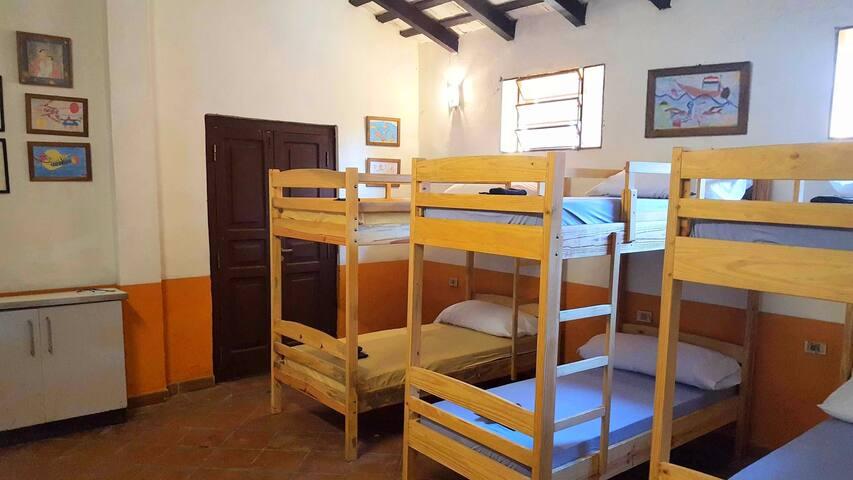 Los Balandros. Colonial House in City Centre - Luque - Hostel