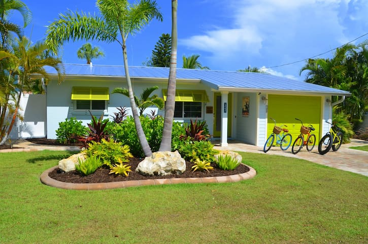 Sunshine Cottage - 30' Pool & Dock!  - May Special - Anna Maria - Casa