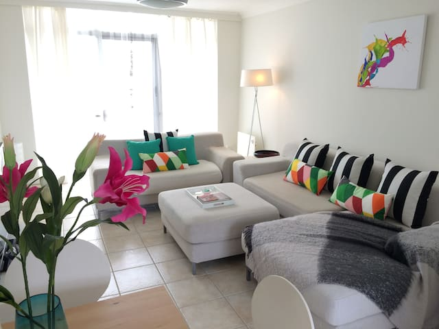 2 BRM Luxe Beachside Apartment - West Beach - Daire