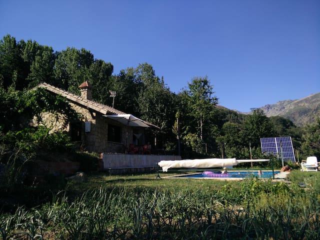 Chalet con piscina y barbacoa en plena naturaleza. - Guijo de Santa Bárbara - Hus
