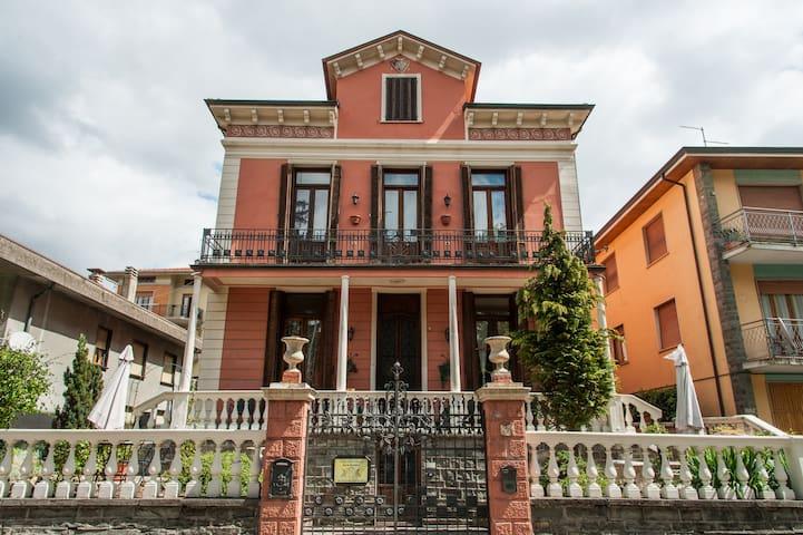 "B&B in a villa (early 1900""s) Italy - Bedonia - Bed & Breakfast"