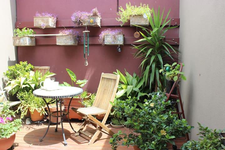 Stay! Eat! In vibrant Victoria St. - Richmond - Apartamento