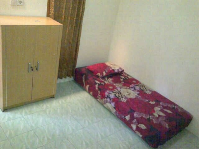 Cozy room with parking included - Tangerang - Huis