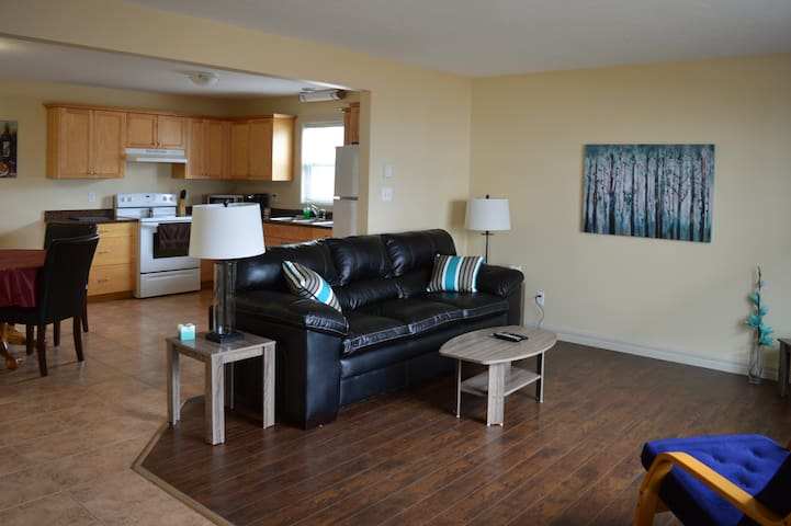 Fully furnished 4 bedrm suite with 2 bathroom - Moncton - Hus
