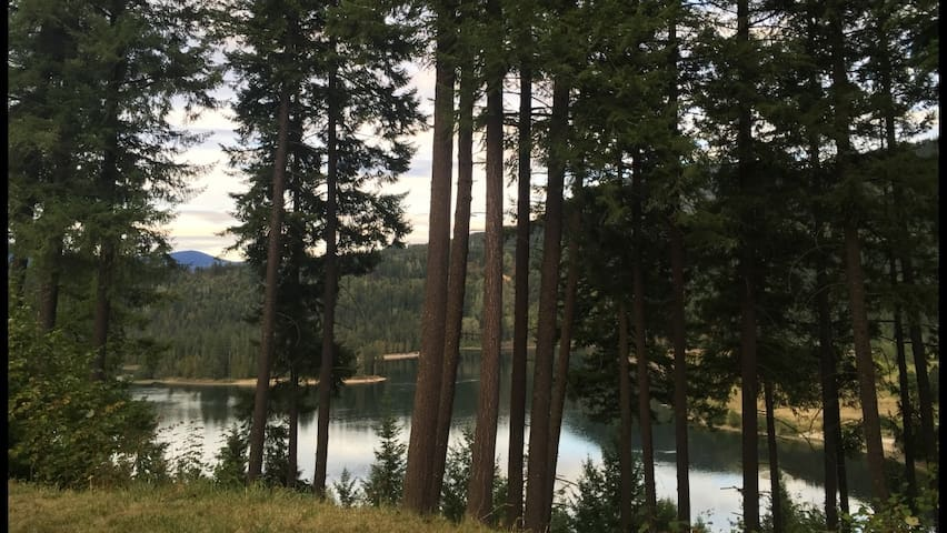 Water View Suite in South Slocan, approx 900 Sq Ft - Castlegar - Huis