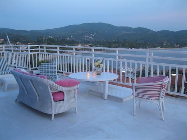 Beautiful penthouse - Neos Marmaras - Loft空間