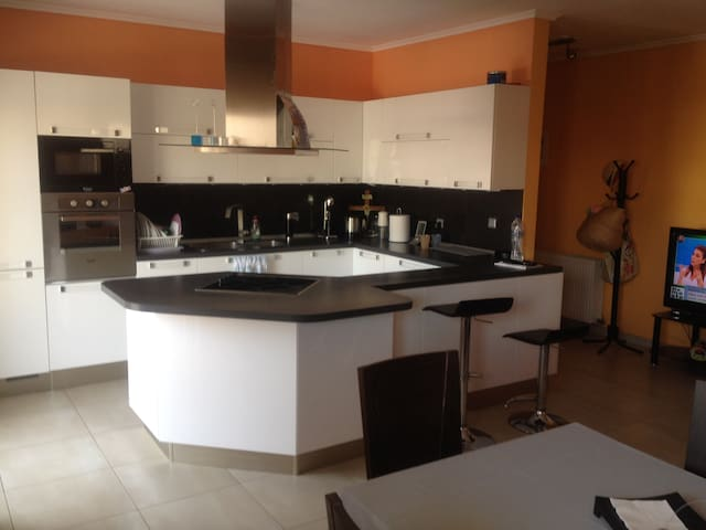 Luxurious apartment near the airport - Thermi - Daire