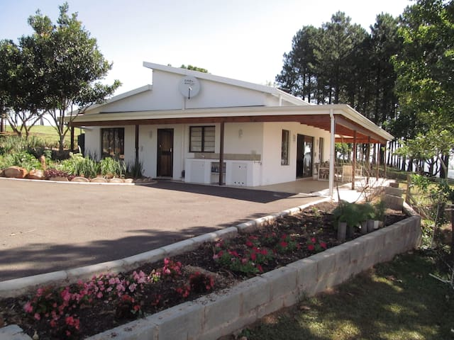 Summerveld Cottage with a View - Outer West Durban - Hus