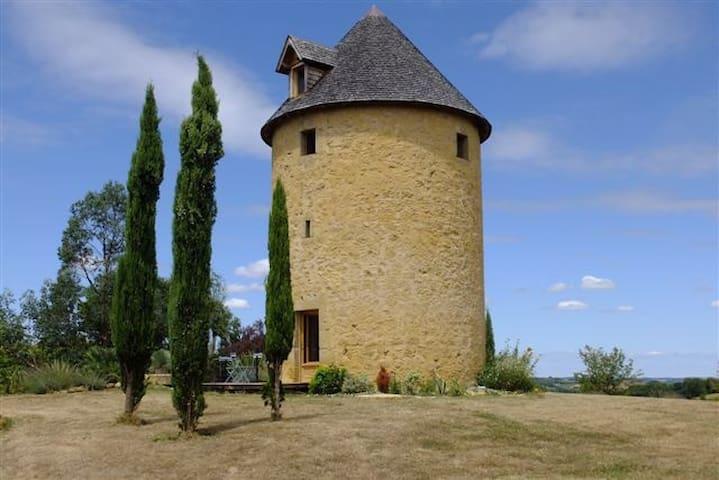 Ancien moulin à vent vue Pyrénées - Estipouy - Huis