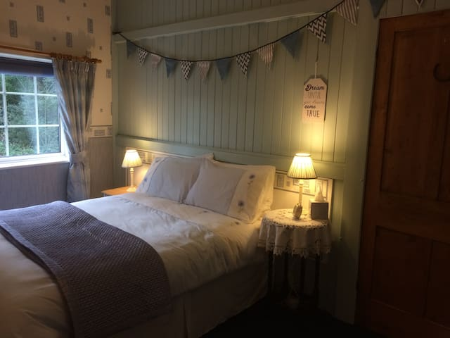 Quirky 2 bed Cosy Cottage - Free Wi Fi & Garden - Manchester - Huis