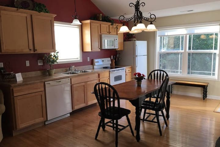 For the Love of The Lake Cottage - Taylorsville - Casa