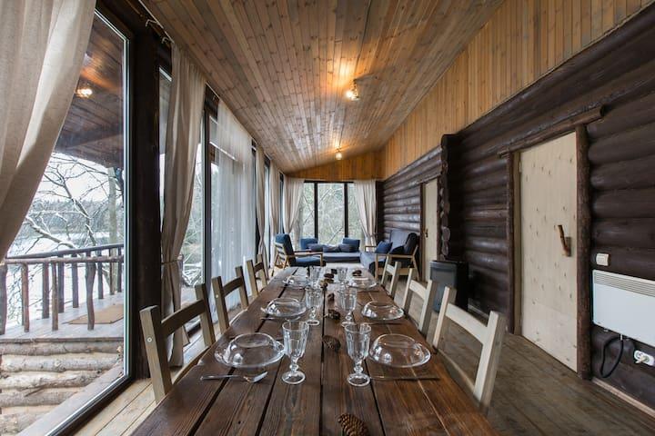 Панорамный домик с двумя спальнями - Trusovo - Hus