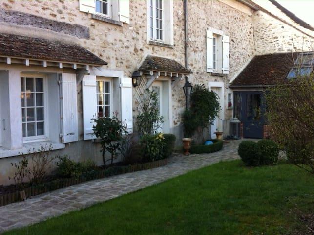 La Maison près de la rivière - Crécy-la-Chapelle - Huis