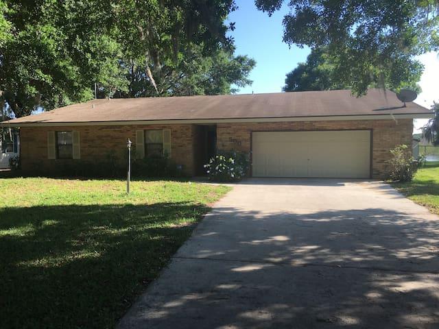 Lakefront 3 BR Home - Orlando & Tampa Attractions - Polk City - Huis