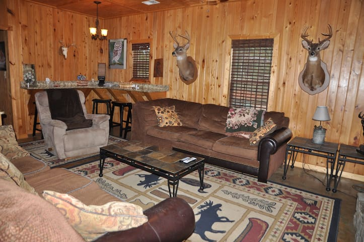 5 bedroom, 3 baths, 6 miles from Callaway Gardens - Pine Mountain - Mökki