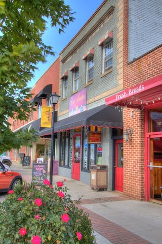 Rose Mountain Quarters - West Jefferson - Appartement