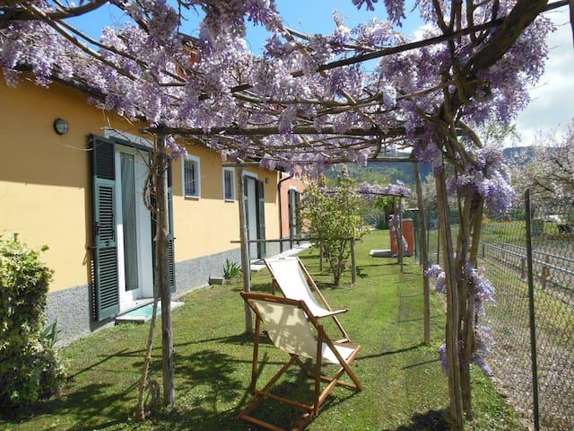 Bilocale nel verde vicino al mare - Villanova d'Albenga - Appartement
