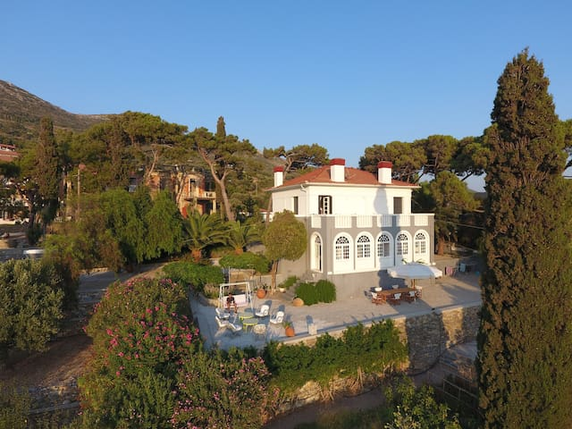Spectacular 1925 Mansion - Samos - Huis