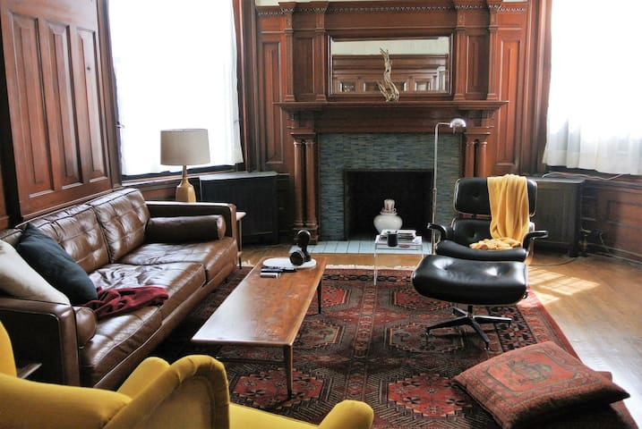 Spacious historic apartment in Point Breeze - Pittsburgh - Leilighet