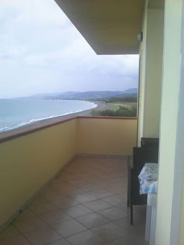 Casa con un'incantevole vista mare - San Giacomo-marinella - Dom
