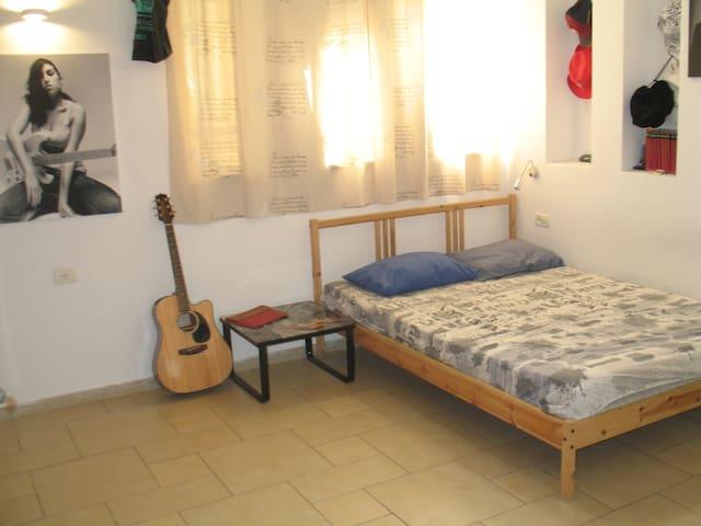 raanana cozy house - Ra'anana - Hus