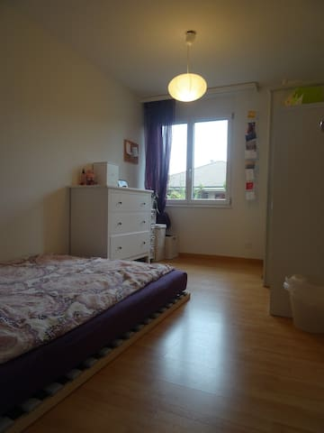 Schönes Zimmer, nicht weit von Bern entfernt - Wichtrach