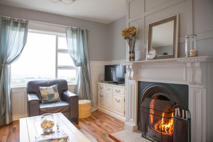 Stunning Semi-Detached House 15 min. City Centre - Londonderry  - Hus