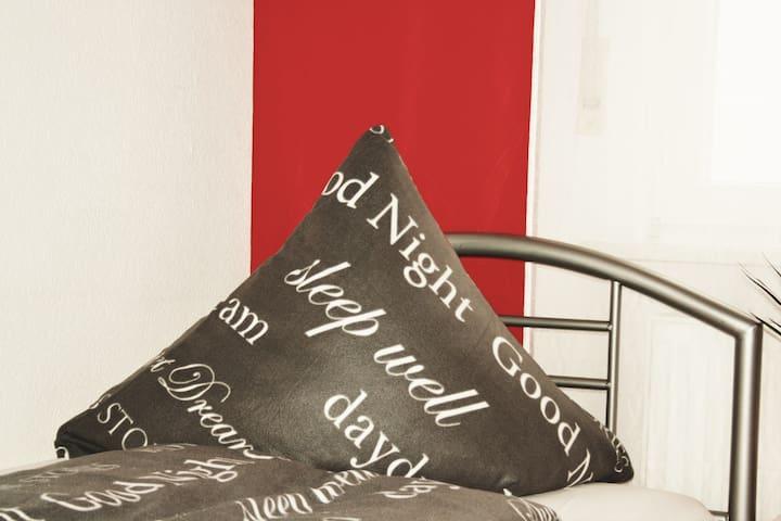 Wohnung mit 4 Betten.Perfekt für Funpark/Nbg/Fürth - Zirndorf - Apartemen