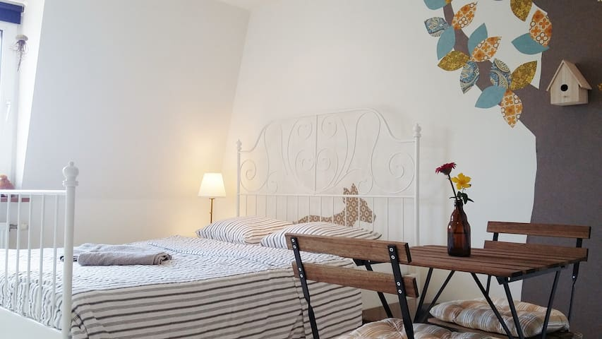 Cosy room with free parking next to beautiful park - Antverpy - Dům