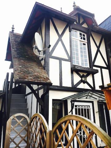 Maisonnette de charme plein centre - Deauville