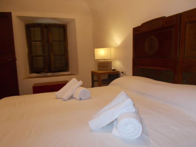 Private room on the hill of Viverone - Viverone - Casa