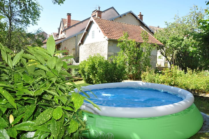 Bright house with pool in Ornans - Ornans - Hus