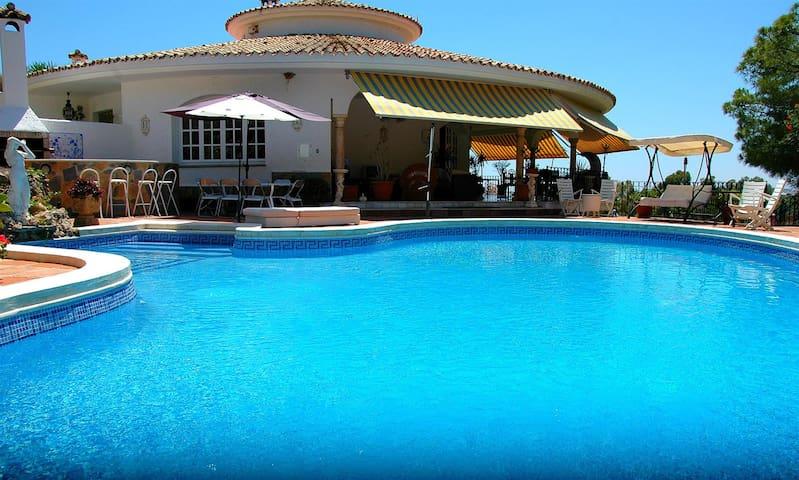 Luxury Bedroom in villa in Marbella - Marbella - Huvila
