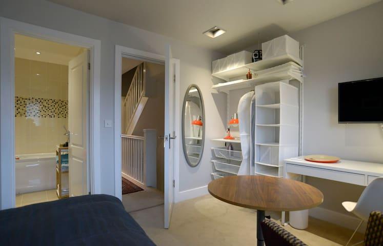 Private room with ensuite bathroom - Huntingdon - Ház