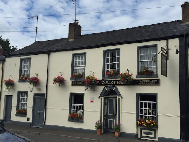 The New Court Inn B&B - Usk